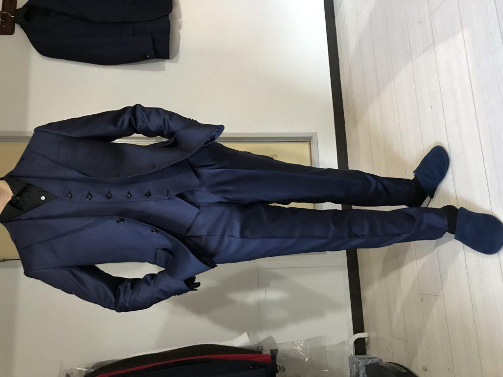 艶感溢れるネイビースーツ